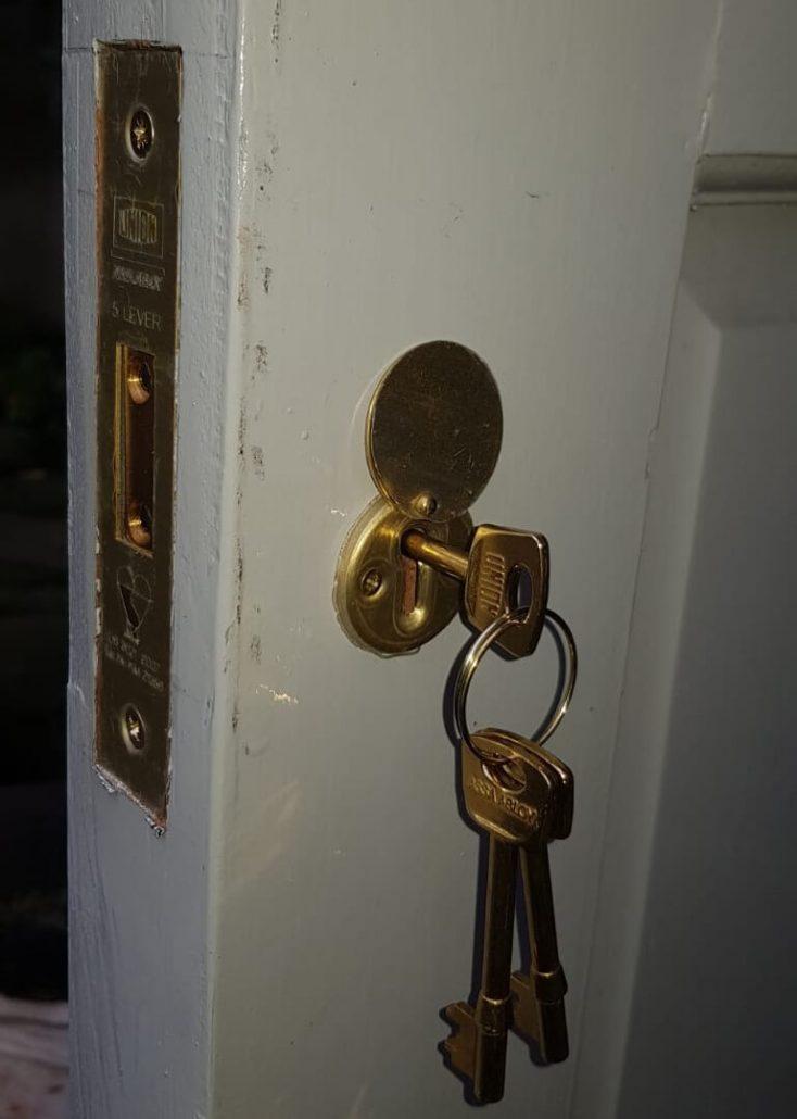 door lock to secure a front door