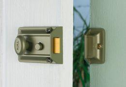 yale lock with snib